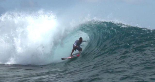 Kauli Seadi nos tubos da Polinésia