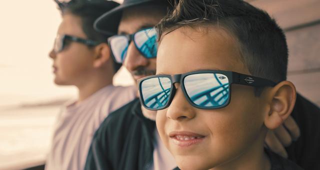 Saúde dos olhos: crianças precisam de óculos de sol?