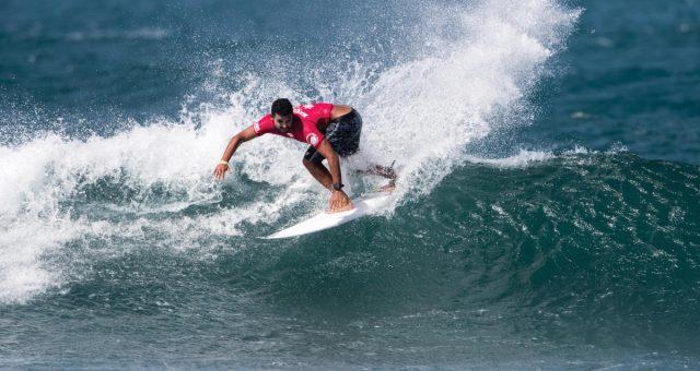 Mike Rodrigues avança em Haleiwa