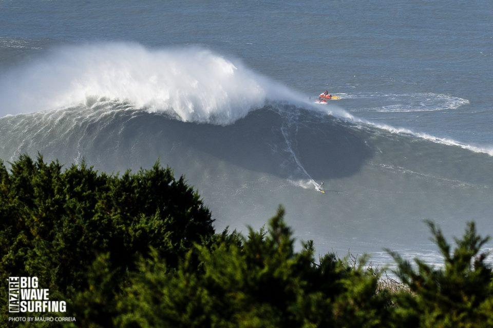 Surf de gente grande | Foto: Nazare Big Wave Surfing / Mauro Correia