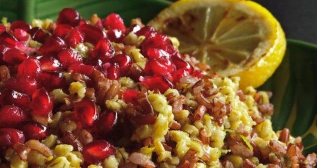 Segunda sem carne | Arroz rústico com romã, ervas e laranja