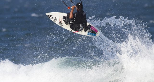 Sebastian Ribeiro voando no Kitewave