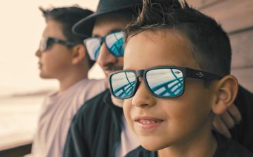 Saúde dos olhos  crianças precisam de óculos de sol  90471f65c6