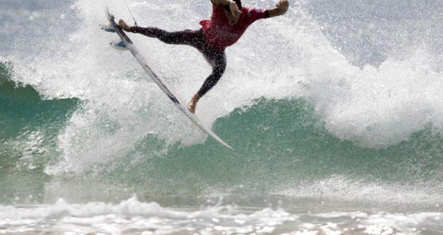 Mateus Herdy surfando muito na Espanha