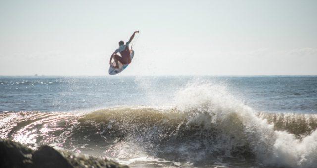 O power surf de Peterson Crisanto em Matinhos