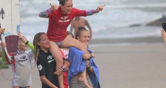 Praia da Atalaia quebrou de gala pra decisão do Mormaii Surfuturo Groms