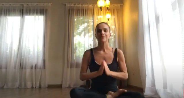 Yoga em casa com Letícia Mariath Arisio